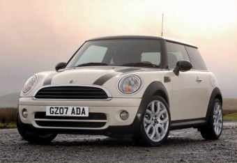 Mini cooper looks similar to 320
