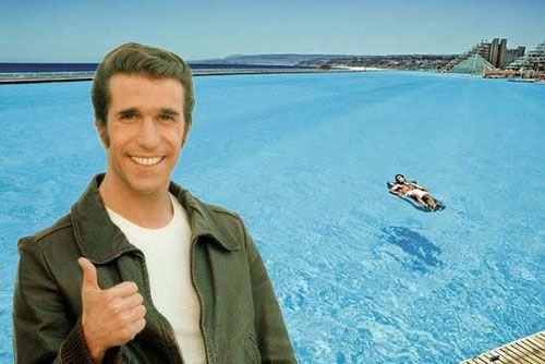 The Fonz And Alfonso Del Mar Pool In The Background
