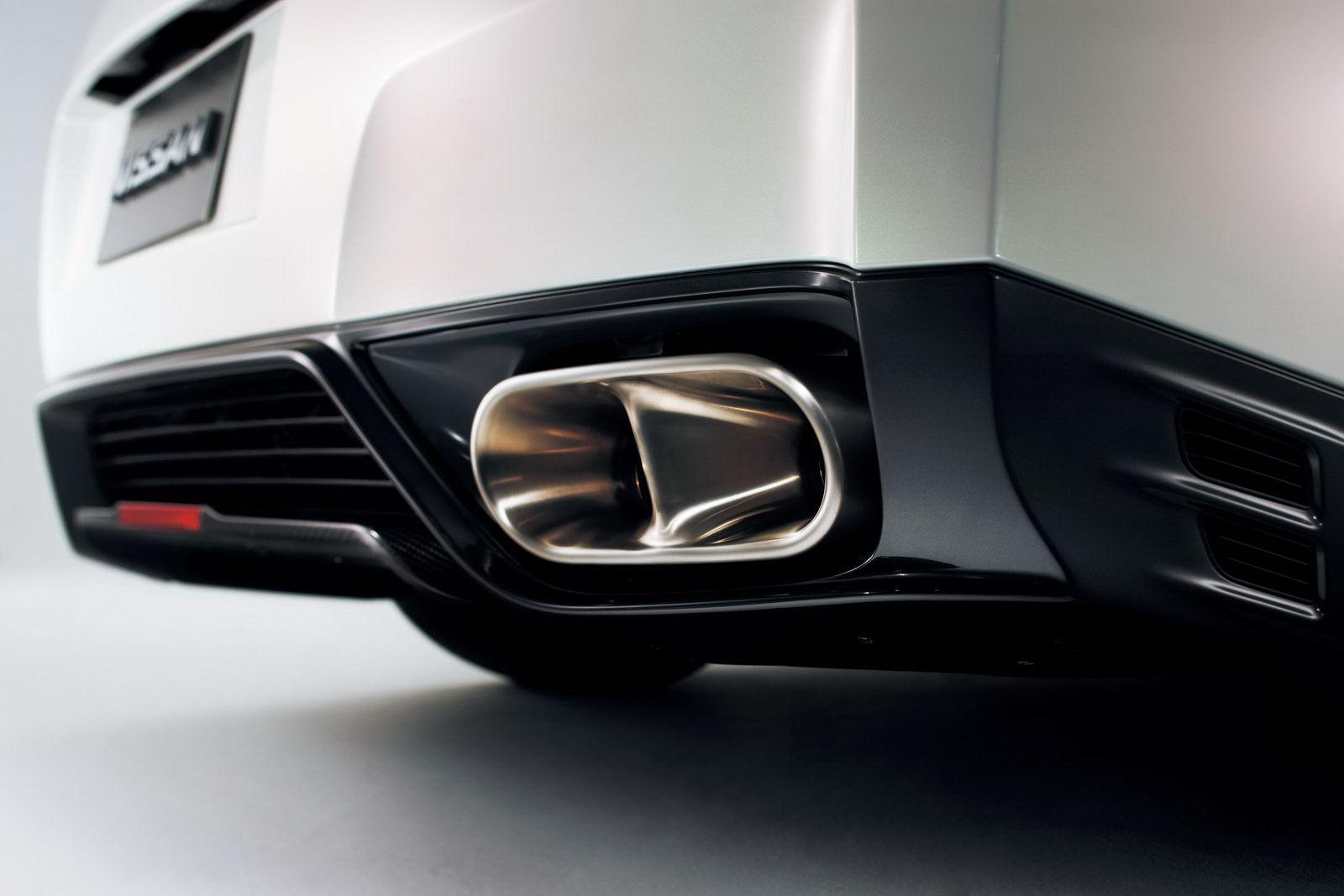 Nissan-GT-R-Egoist-Titanium-Exhaust-Tips