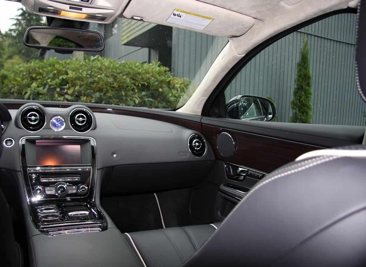 2011-Jaguar-XJ-Interior-Picture