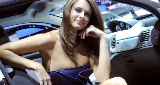 Paris-Motor-Show-hot-Girls