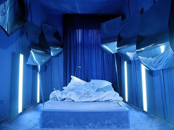 Propeller-Island-City-Lodge-Blue-Room