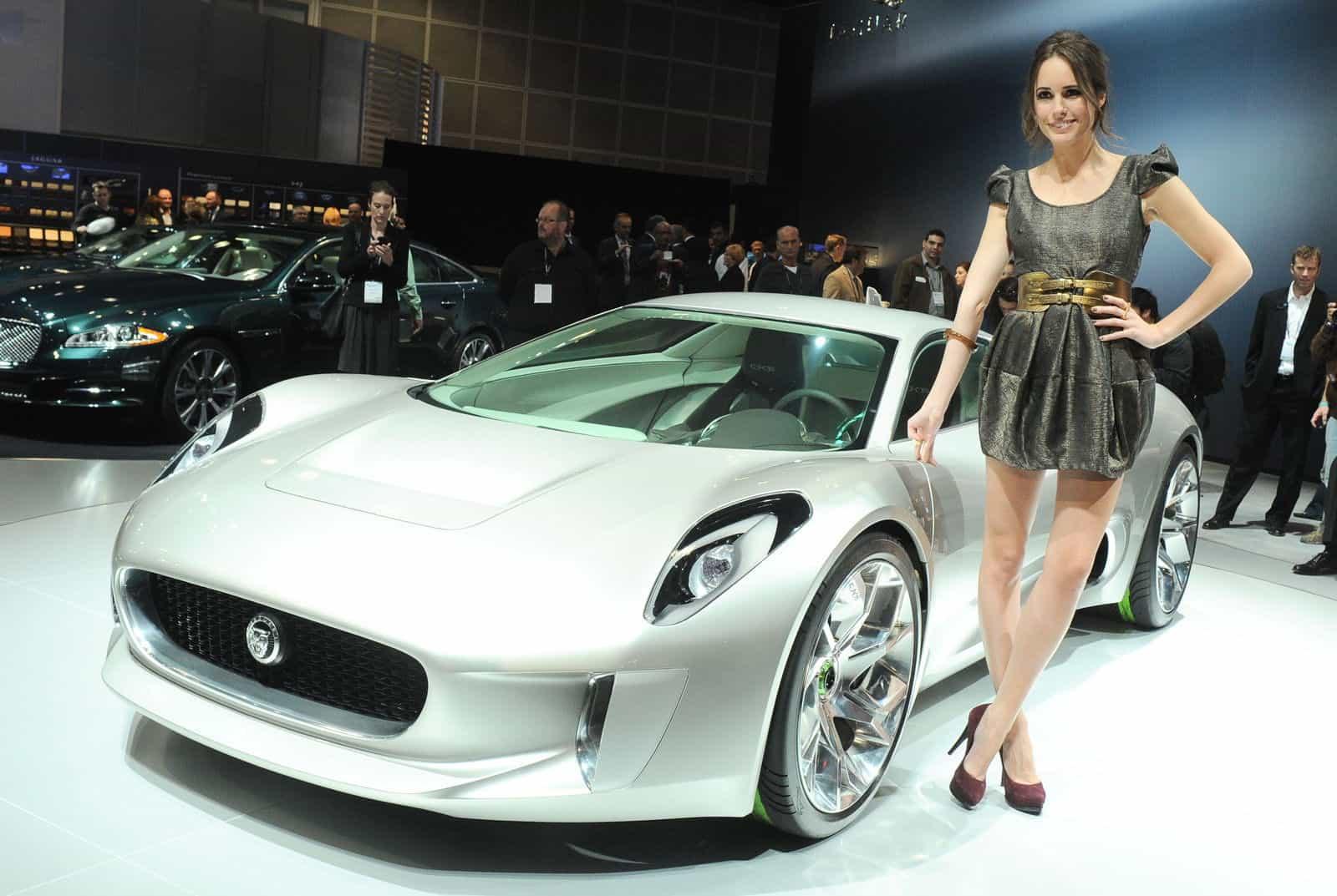 LA-Hot-Auto-Show-Girls-Jaguar