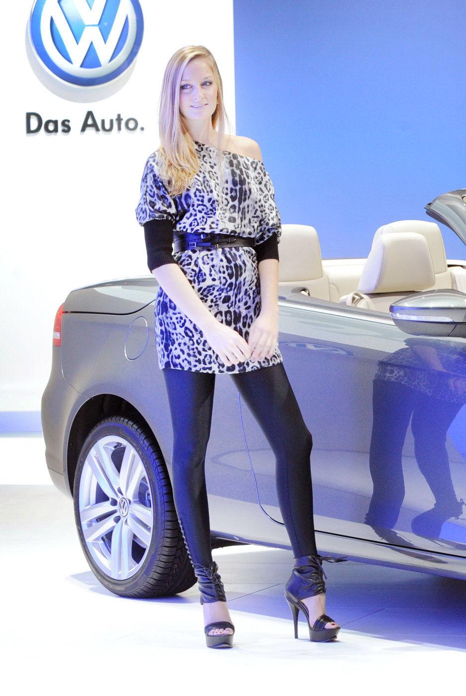 LA-Hot-Auto-Show-Girls-Volkswagen