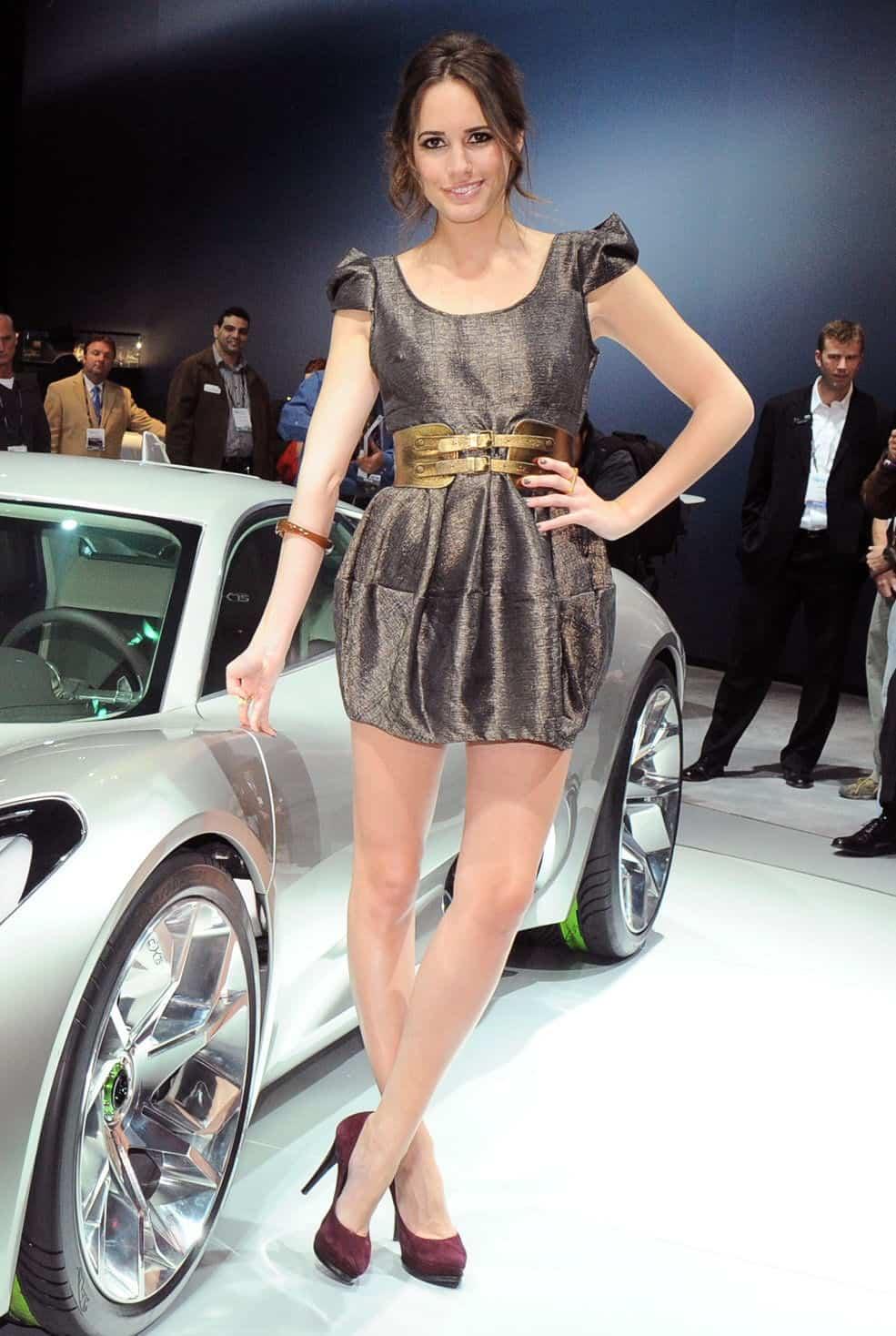 LA-Hot-Auto-Show-Girls-Jaguar-Brunette