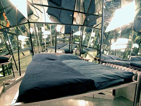 Propeller-Island-City-Lodge-Mirror-Room