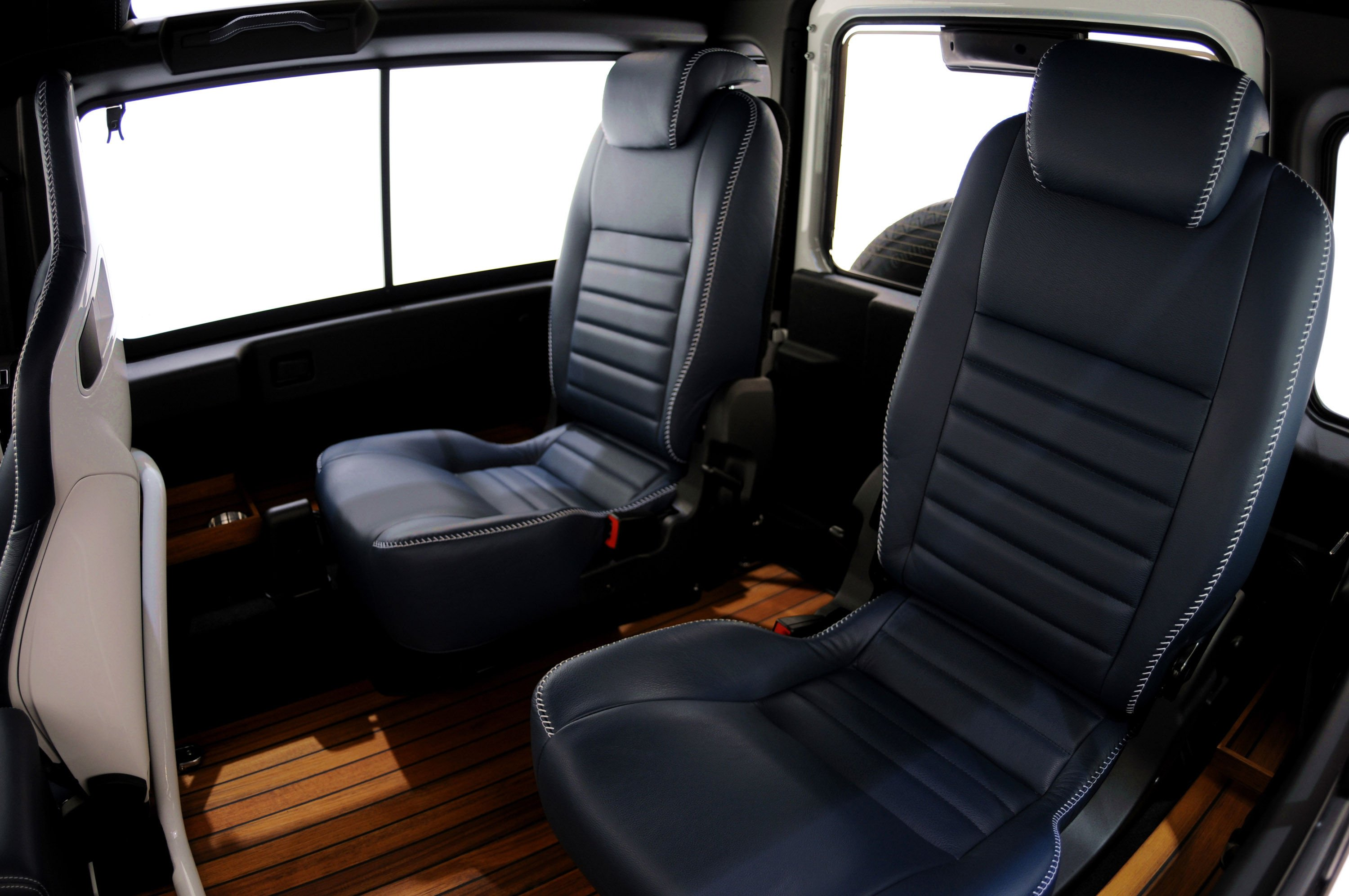 Startech-Land-Rover-Defender-Yachting-Rear-Seats