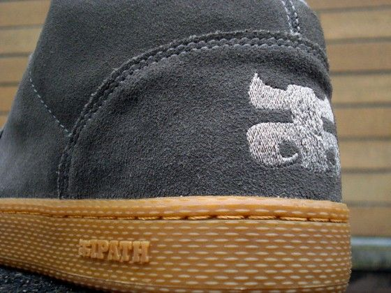 The Ipath logo up close on a pair of Ipath Cats in Charcoal Suede