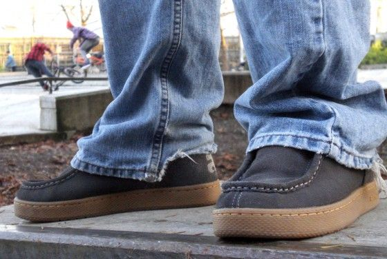 The Ipath Cats in Charcoal Suede being worn at a bike park