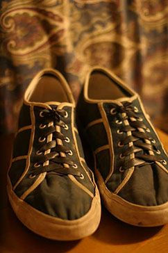 Use Bike Inner-tubes To Turn Lace Up Shoes Into Slipons