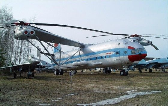 MI-12 worlds largest helicopter compared to a fighter jet plane
