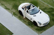 2012-Mercedes-Benz-SLS-AMG-Roadster-Hot-Girl