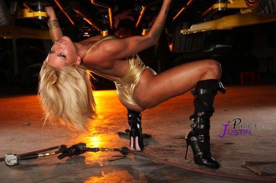 Model Heather Shanholtz posing