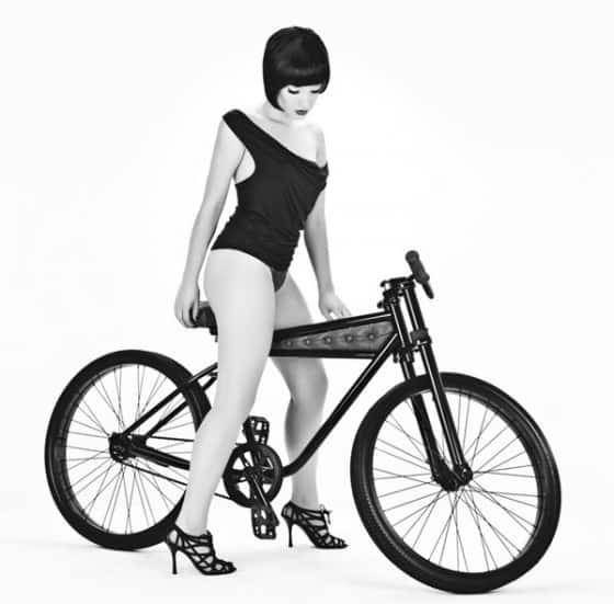 Girl-On-AUTUM-Epitaph-Cruiser-Bicycle