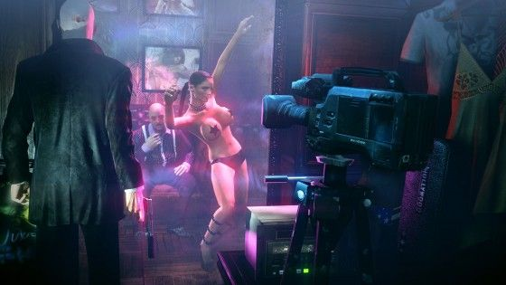 Hitman watching dancer