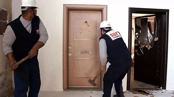 Smashing Security Doors Dudes Vs Sur Celik Kapi