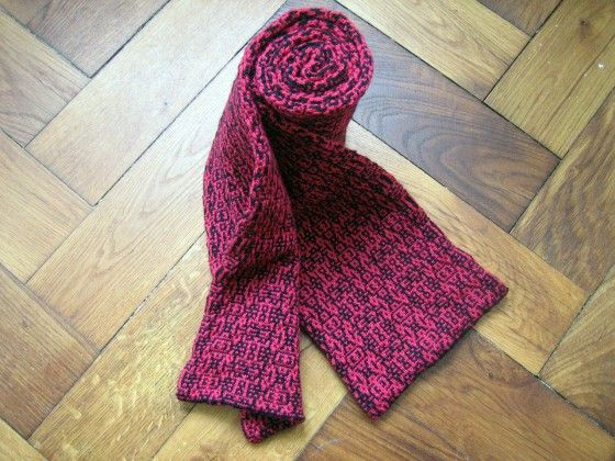 Algorithmically Morphing Scarf