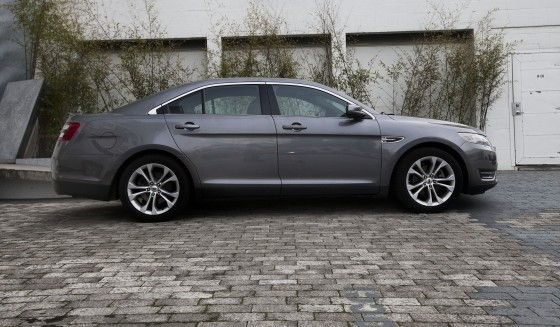 2013 Ford Taurus side picture
