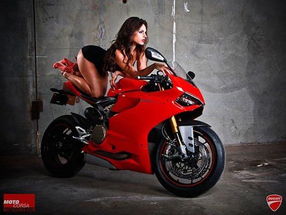 motorcycle-men-pose-as-biker-babes11