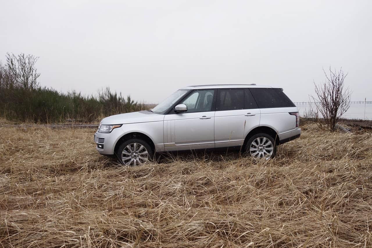 2014 Range Rover off-road ocean