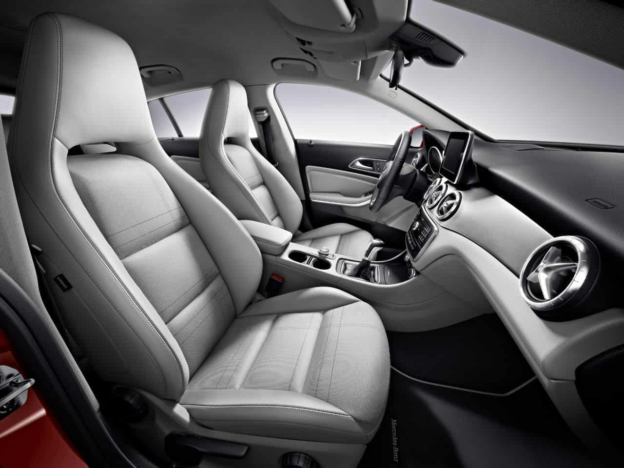 Mercedes Benz CLA45 AMG Shooting Brake 4