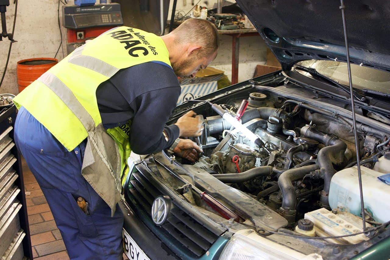 Three ways to save on car repair bills unfinished man for Family motors auto repair
