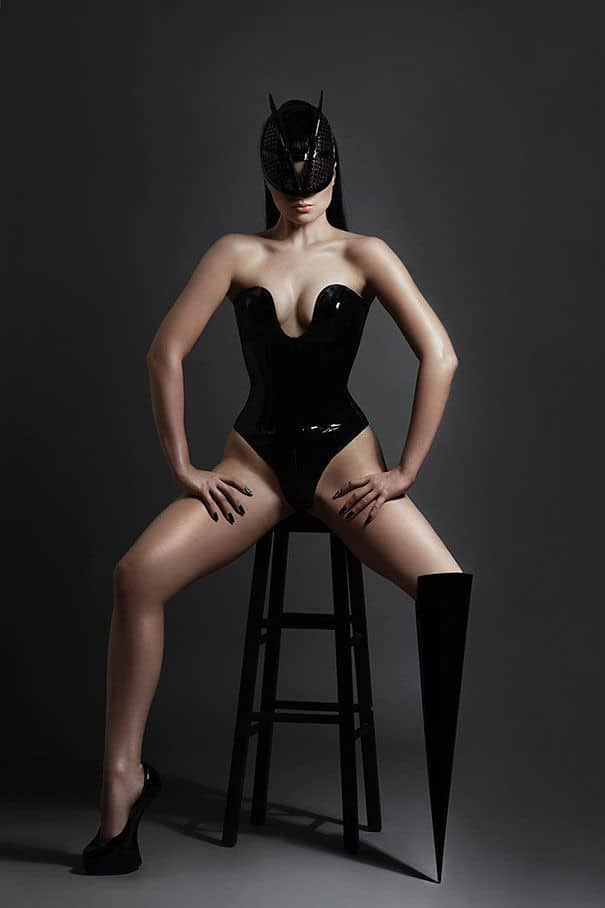 prototype-leg-prosthetics-viktoria-modesta02