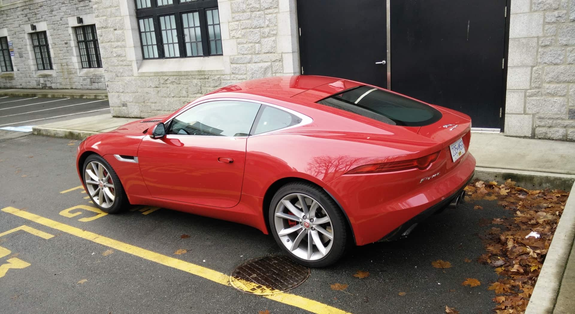 2015-Jaguar_F-Type_Review_03