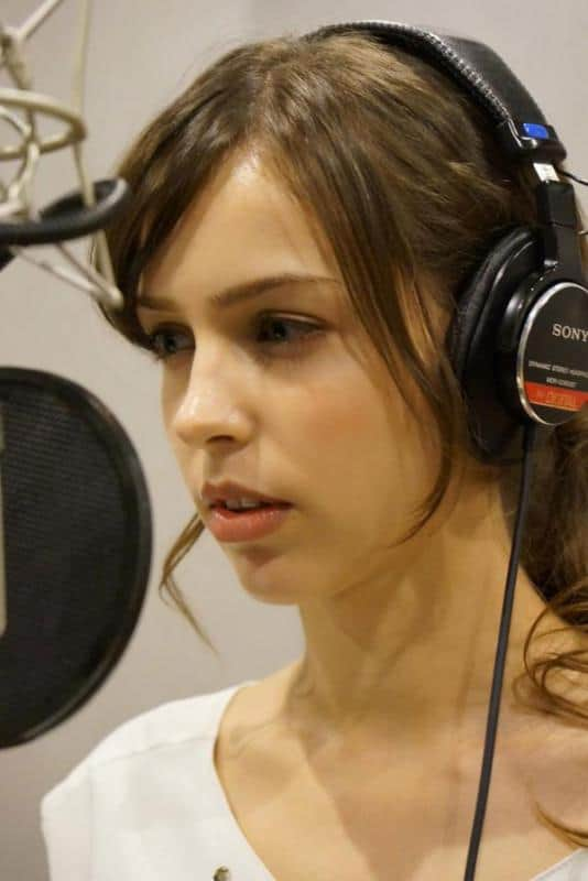 stefanie-joosten-headphones