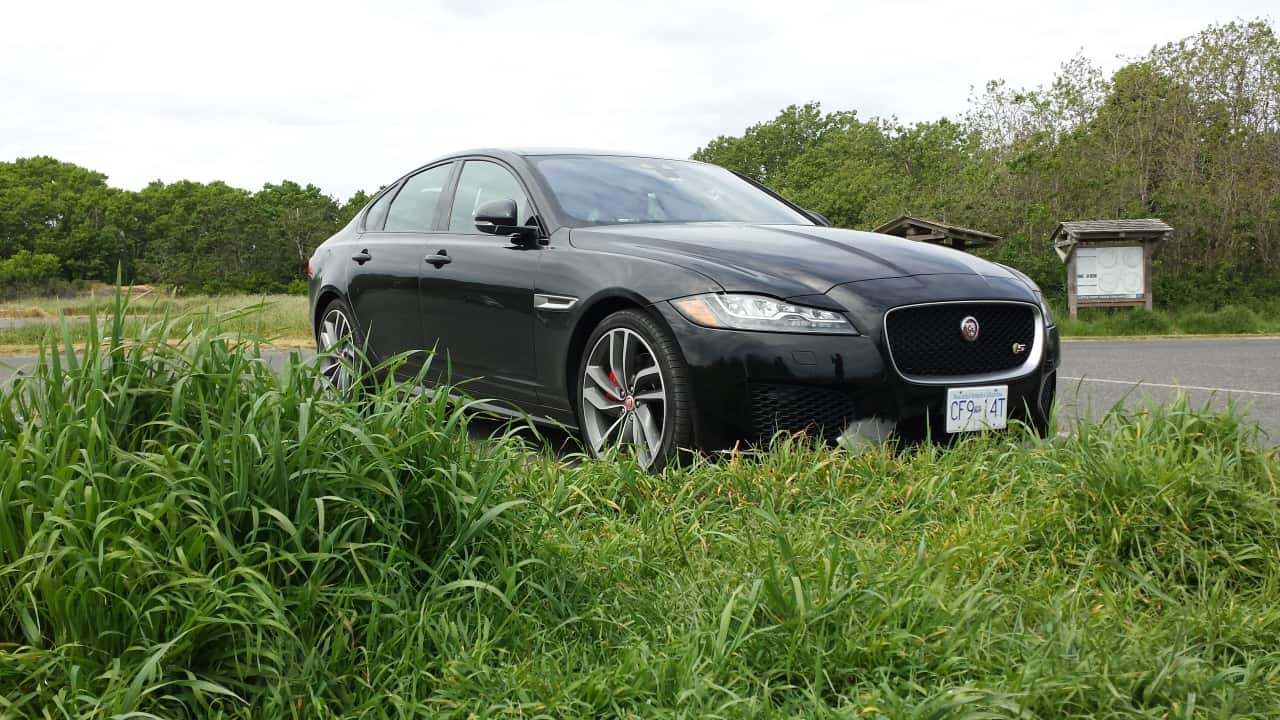 2016_Jaguar_XF-S_Review_4