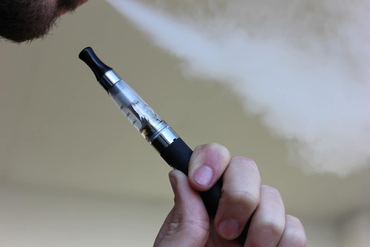 e cigarette 1301664 1280