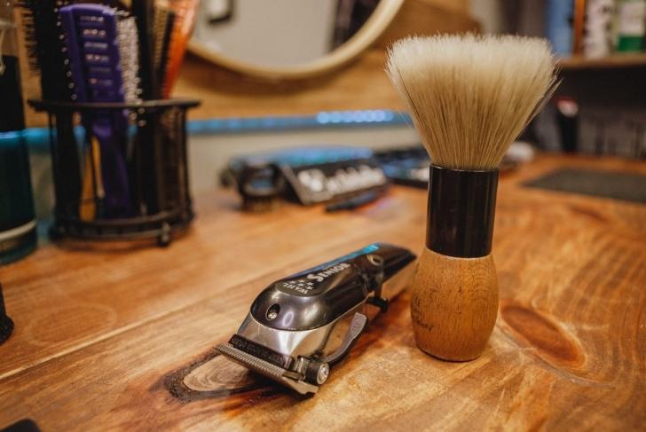 shaving brush razor etc