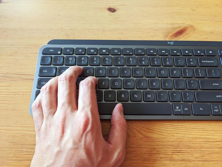 logitech mx keys review