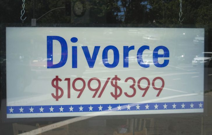 discount divorce sign