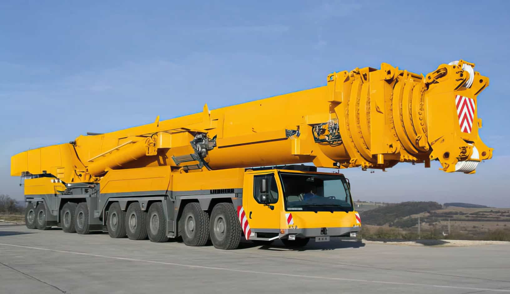 Liebherr LTM 11200 9.1 enlarged