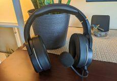 MMERSE GH20 Headphones standing