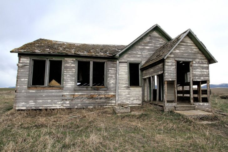 decaying old home