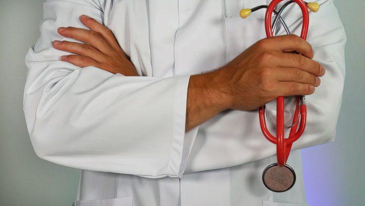 doctor holding stethiscope