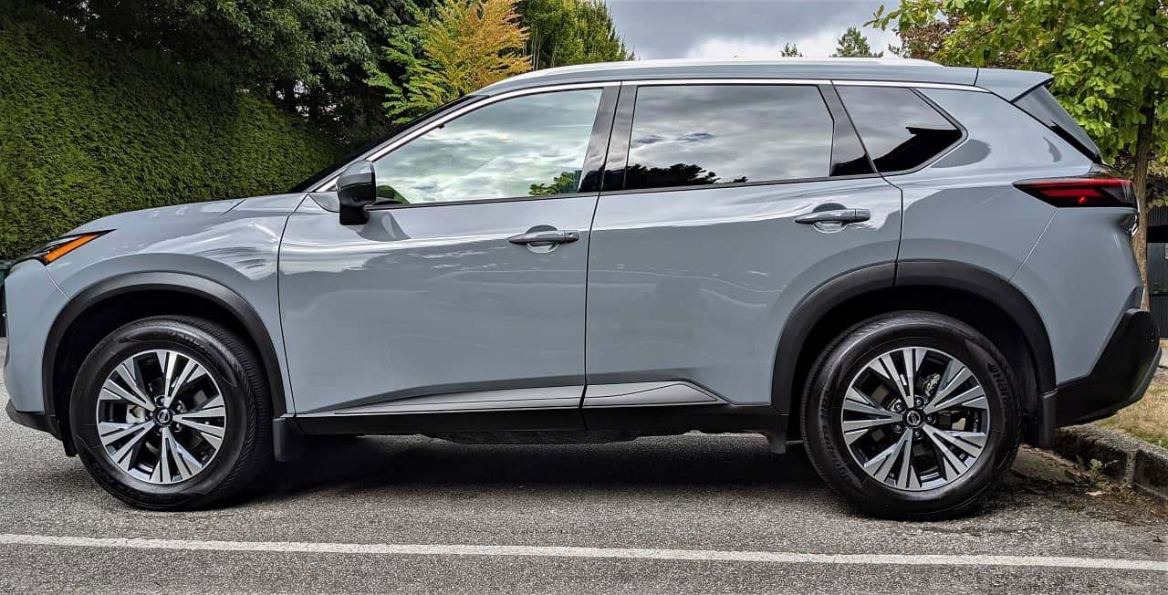 2021 Nissan Rogue side